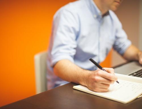 Im Sitzen arbeiten ist ungesund: Und so macht ihr es besser